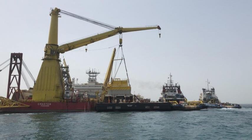 بايعاز من الرئيس روحاني؛ بدء تصدير اول شحنة نفط من ميناء جاسك