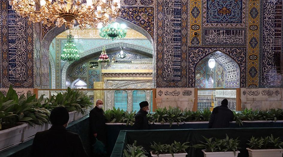 بالصور... زيارة الإمام الرضا (ع) مع الإلتزام بالقواعد الصحية