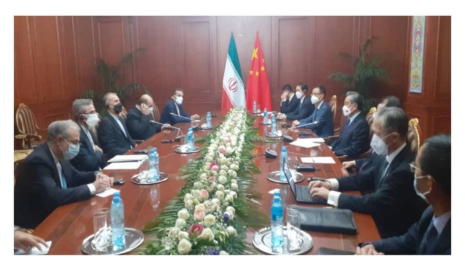 وزيرا الخارجية الايراني والصيني يلتقيان في العاصمة الطاجيكية دوشنبه