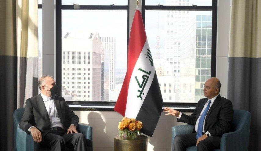 صالح وعبد اللهيان يبحثان تعزيز العلاقات بين البلدين