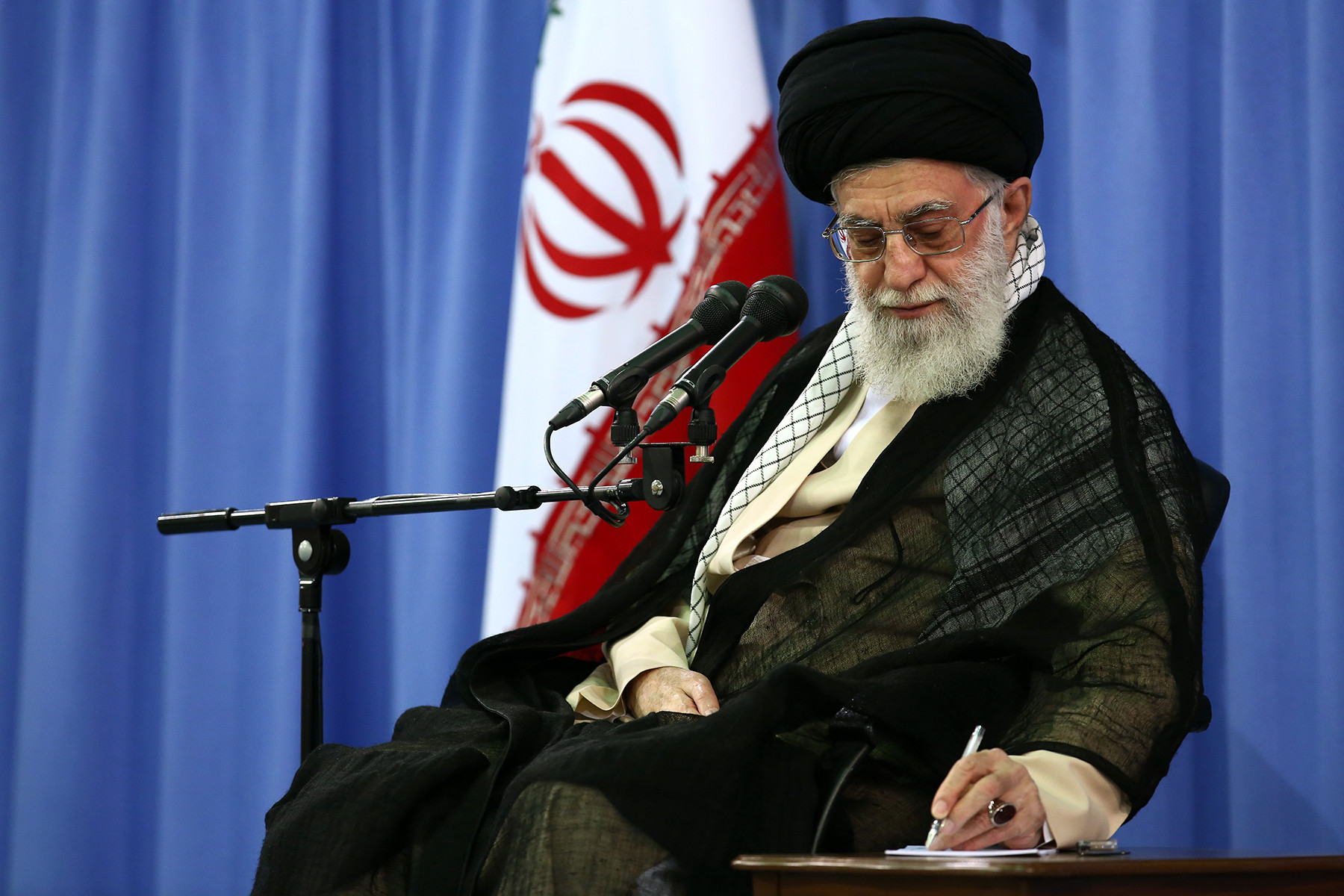 قائد الثورة: على المسؤولين الأفغان معاقبة السفاحين المتورطين بجريمة قندوز