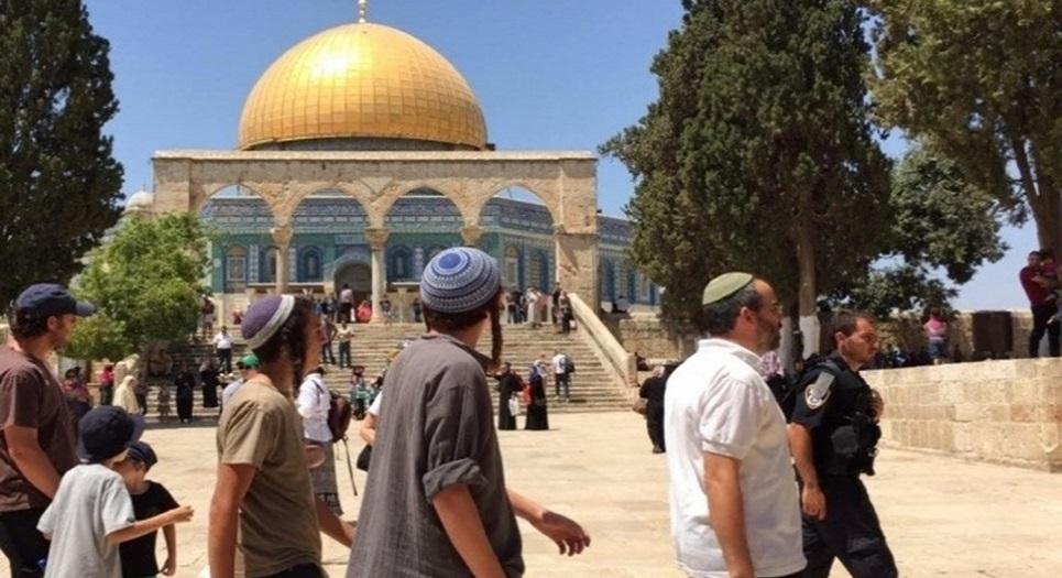 مستوطنون يقتحمون المسجد الأقصى ويؤدون صلوات صامتة في الجزء الشرقي